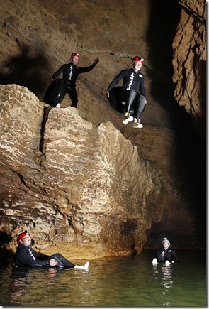 DW_Abyss_Group_Jumping off ledge - Copy